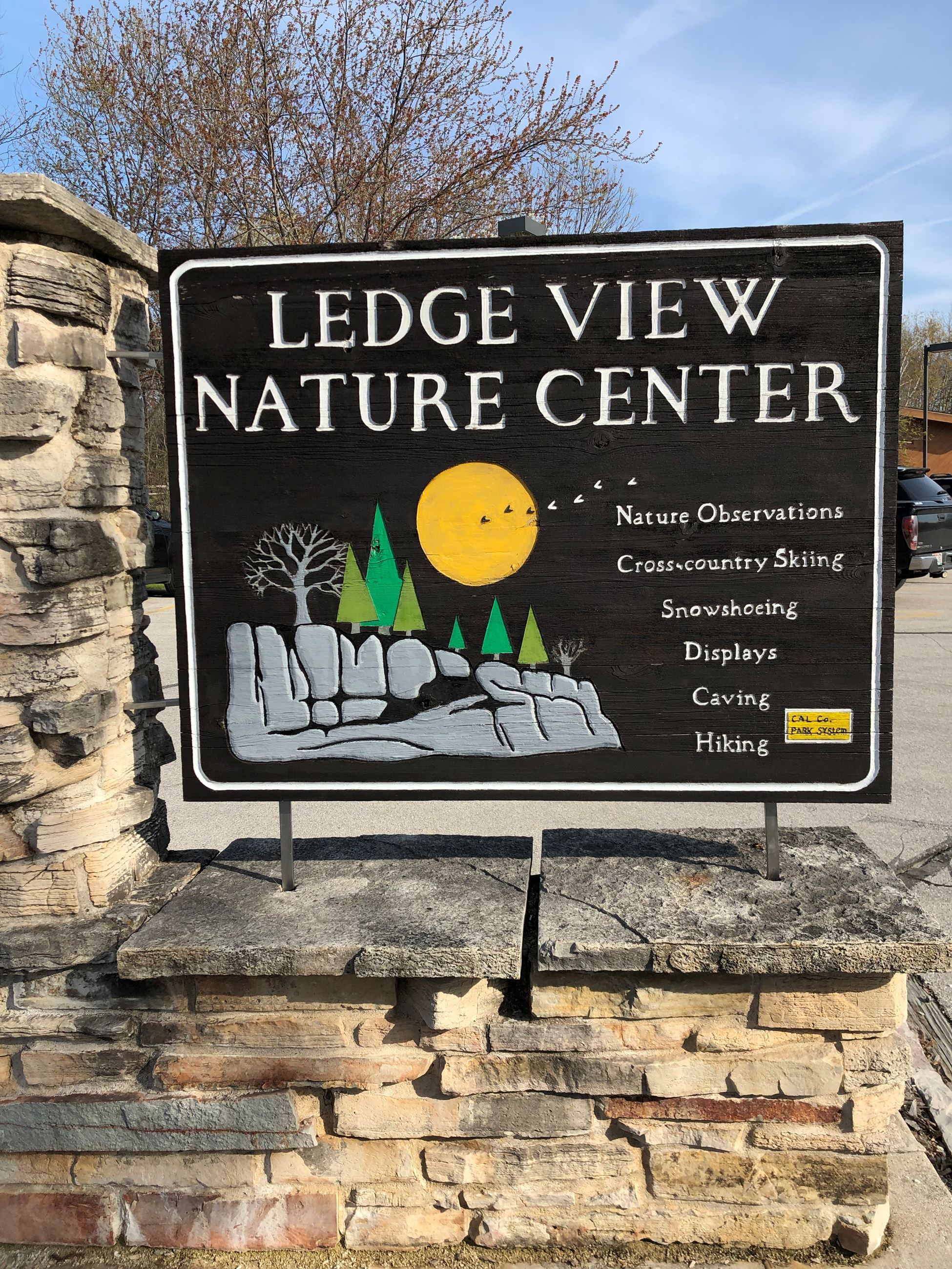 A sign that says Ledge View Nature Center